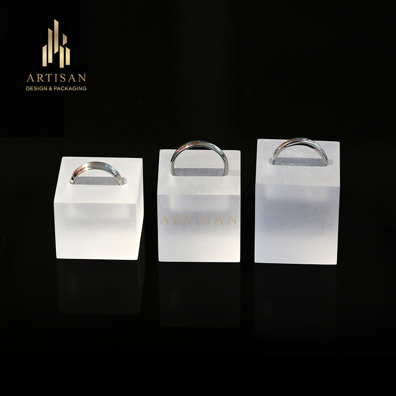 Customized frosted acrylic jewelry ring display stand